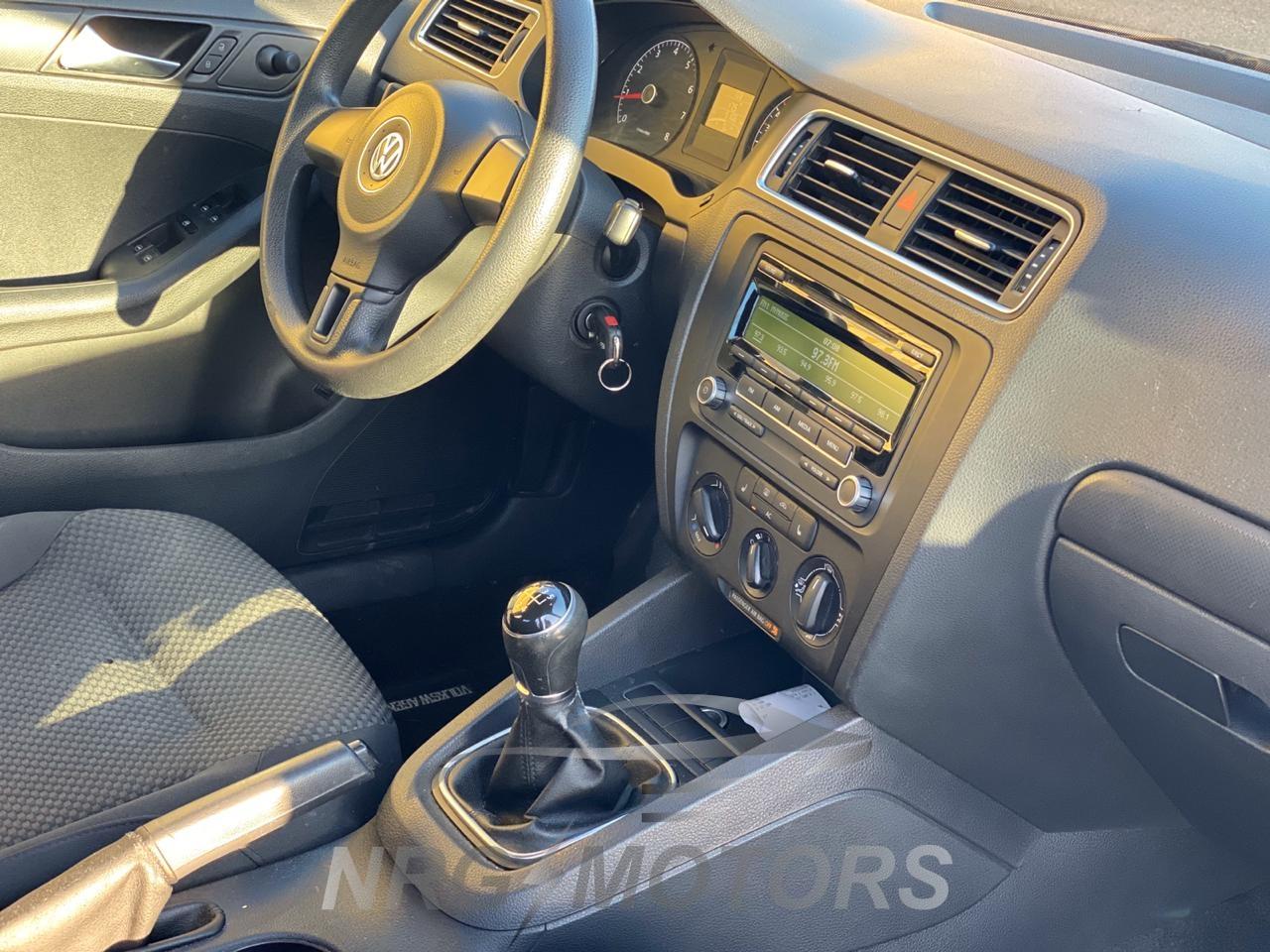 Volkswagen Jetta ne shitje 2.0 Benzine dhe Gas, Viti 2012, Transmision manual. Makinë ekonomike dhe komode për 5 persona. - NRG MOTORS