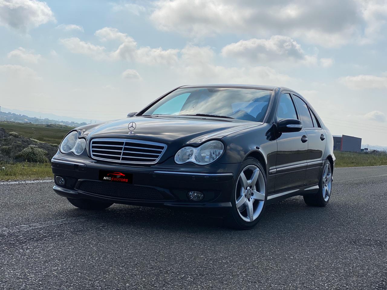 Mercedes Benz C200 Kompressor ne shitje. Kambio manual, e sapoardhur nga Zvicra, goma të reja dhe mundësi për tu bërë me gaz. Benz c class 2005 ne shitje Mercedes Benz C200 Kompressor
